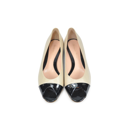 Authentic Second Hand Gianvito Rossi Two-toned Flats (PSS-004-00082)