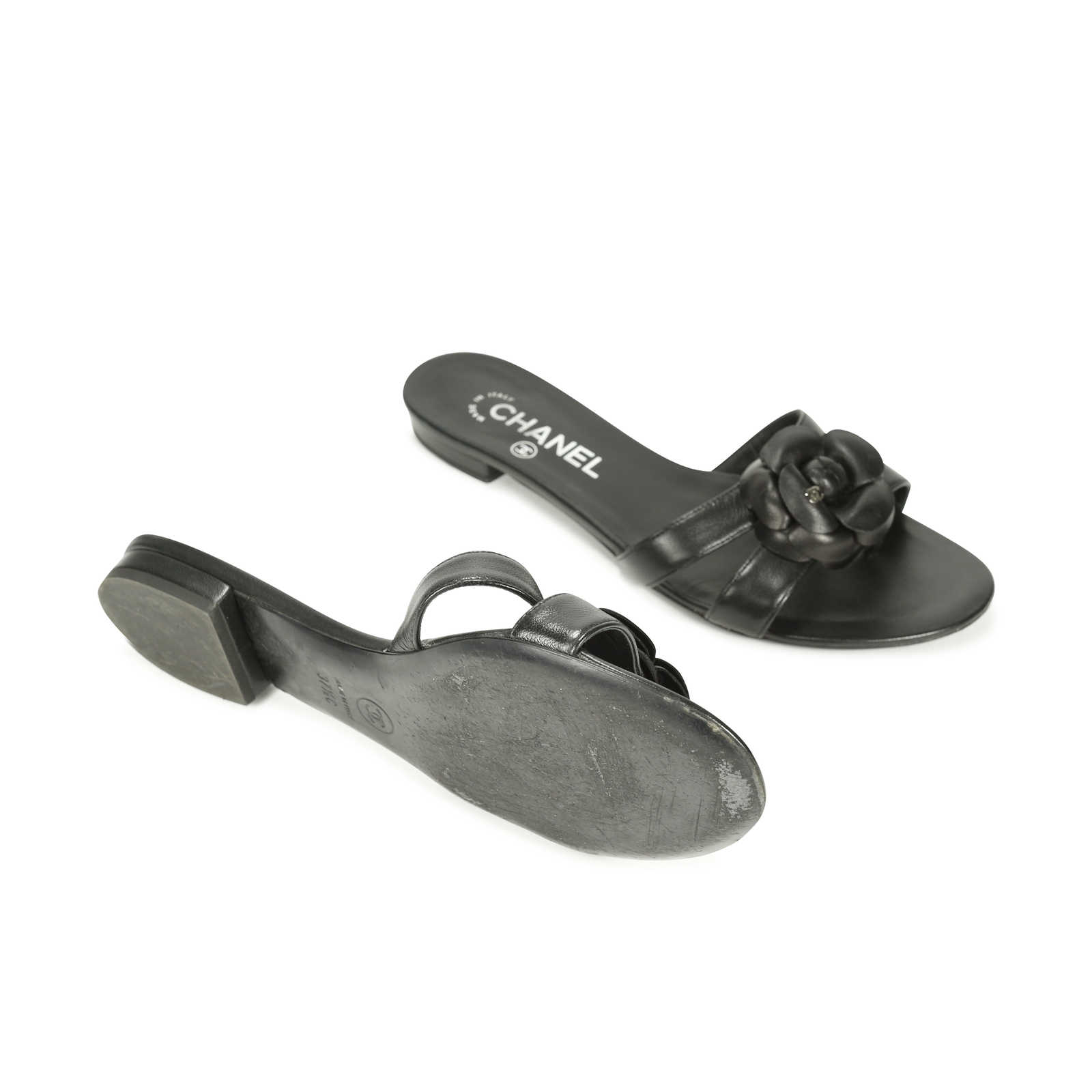 0307ed5a8e8b ... Authentic Second Hand Chanel Camellia Flat Thongs Sandal (PSS-156-00038)  ...