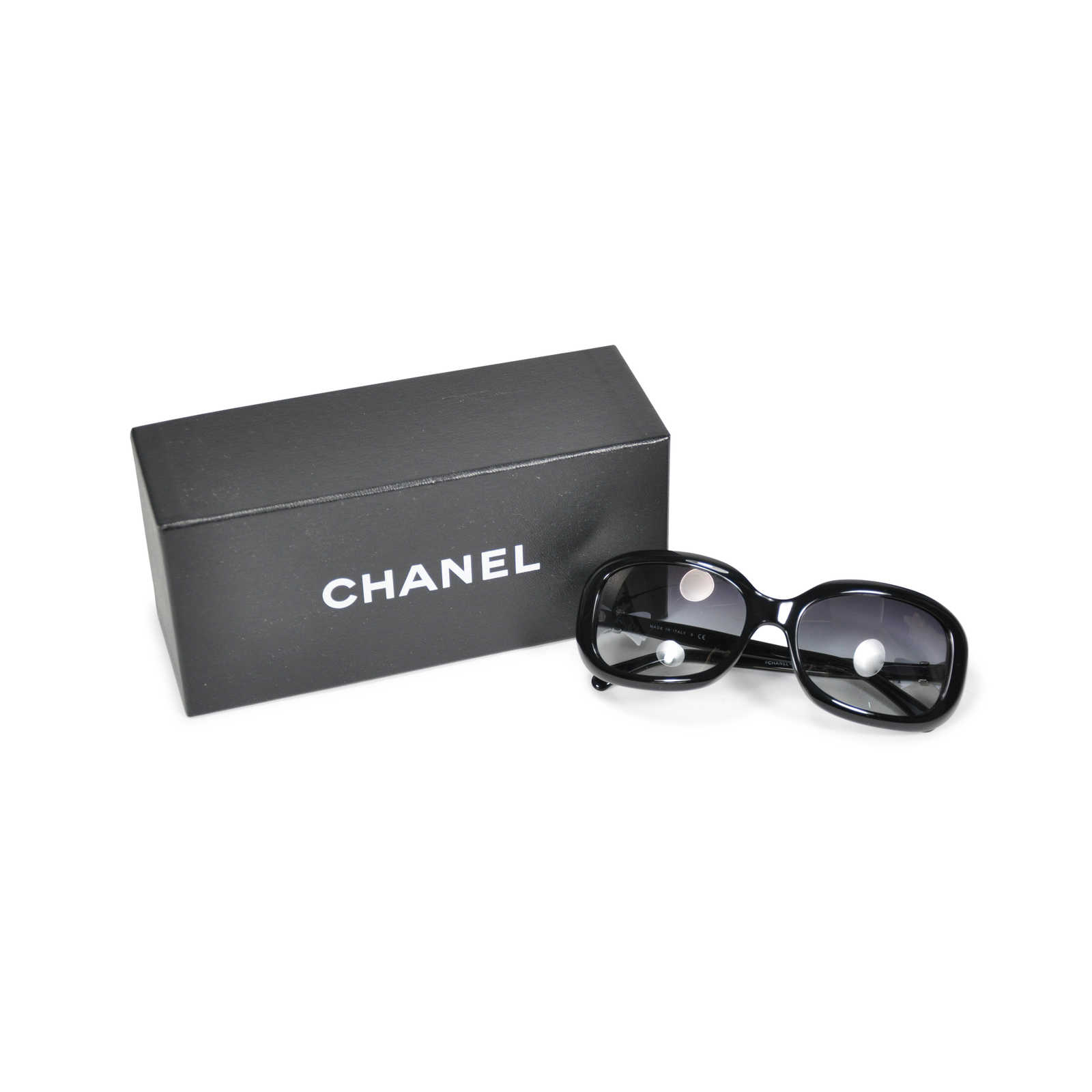 9950c28d2005d ... Authentic Second Hand Chanel Ribbon Side Sunglasses (PSS-233-00013) -  Thumbnail