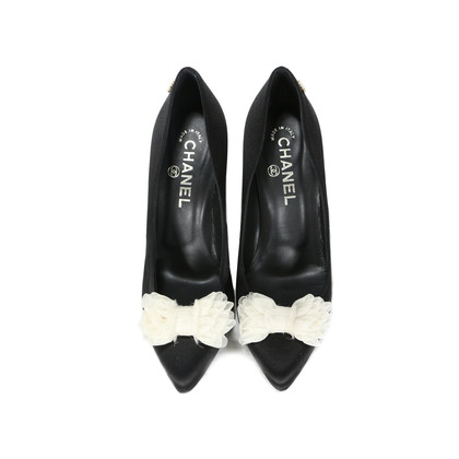 Authentic Second Hand Chanel Contrast Mesh Bow Pumps (PSS-200-00261)