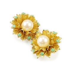 Unbranded faux pearl flower earrings 2