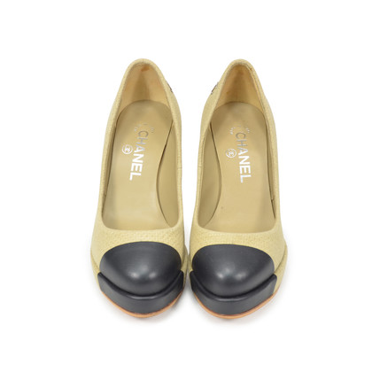 Authentic Second Hand Chanel Fabric Two Tone Pumps (PSS-327-00004)