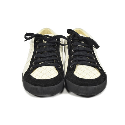 Authentic Second Hand Chanel White and Black Sneakers (PSS-051-00156)