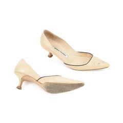 Manolo blahnik perforated pointed pumps 2?1509529144