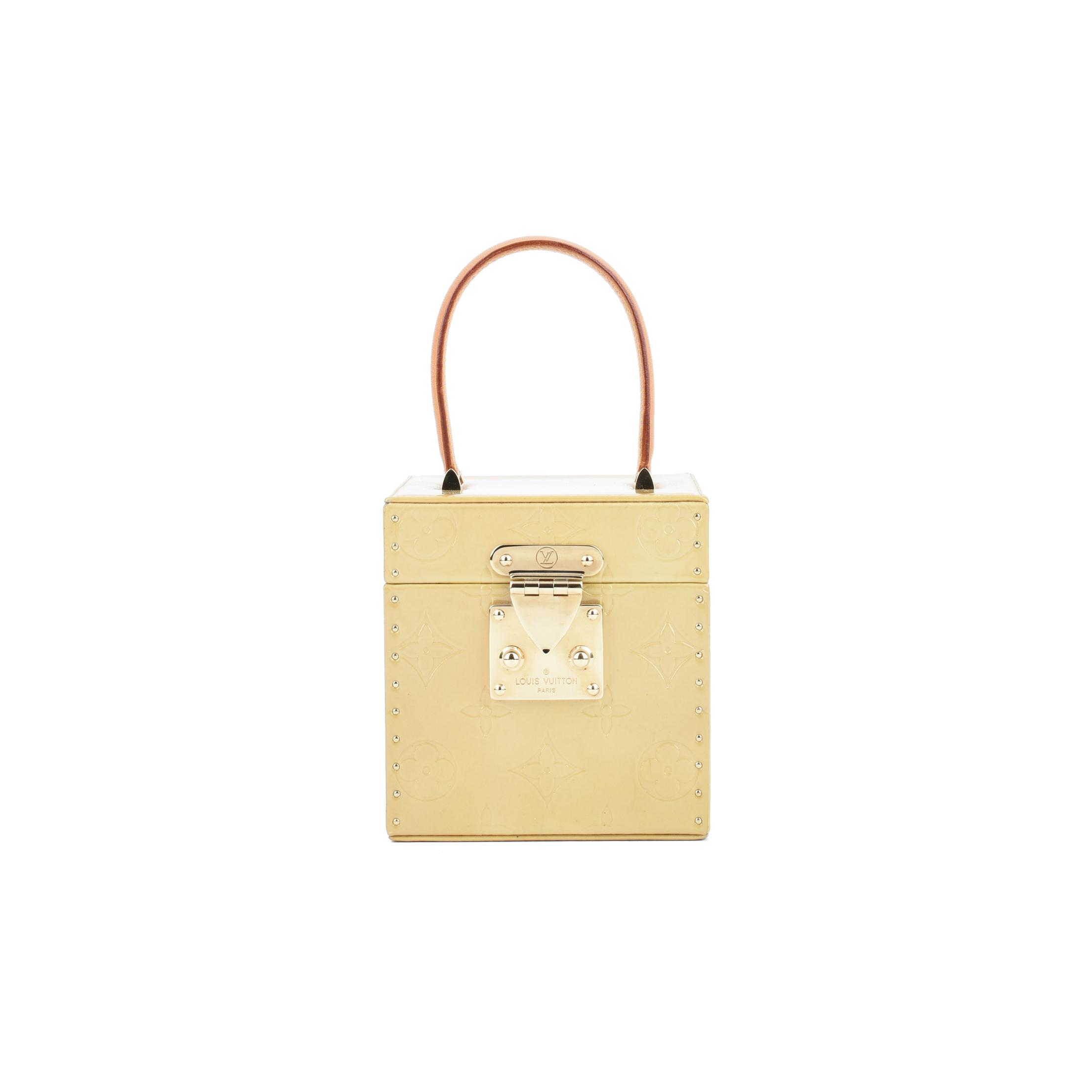 ab3dd620ee1d Authentic Second Hand Louis Vuitton Vernis Bleecker Vanity Case  (PSS-075-00075)