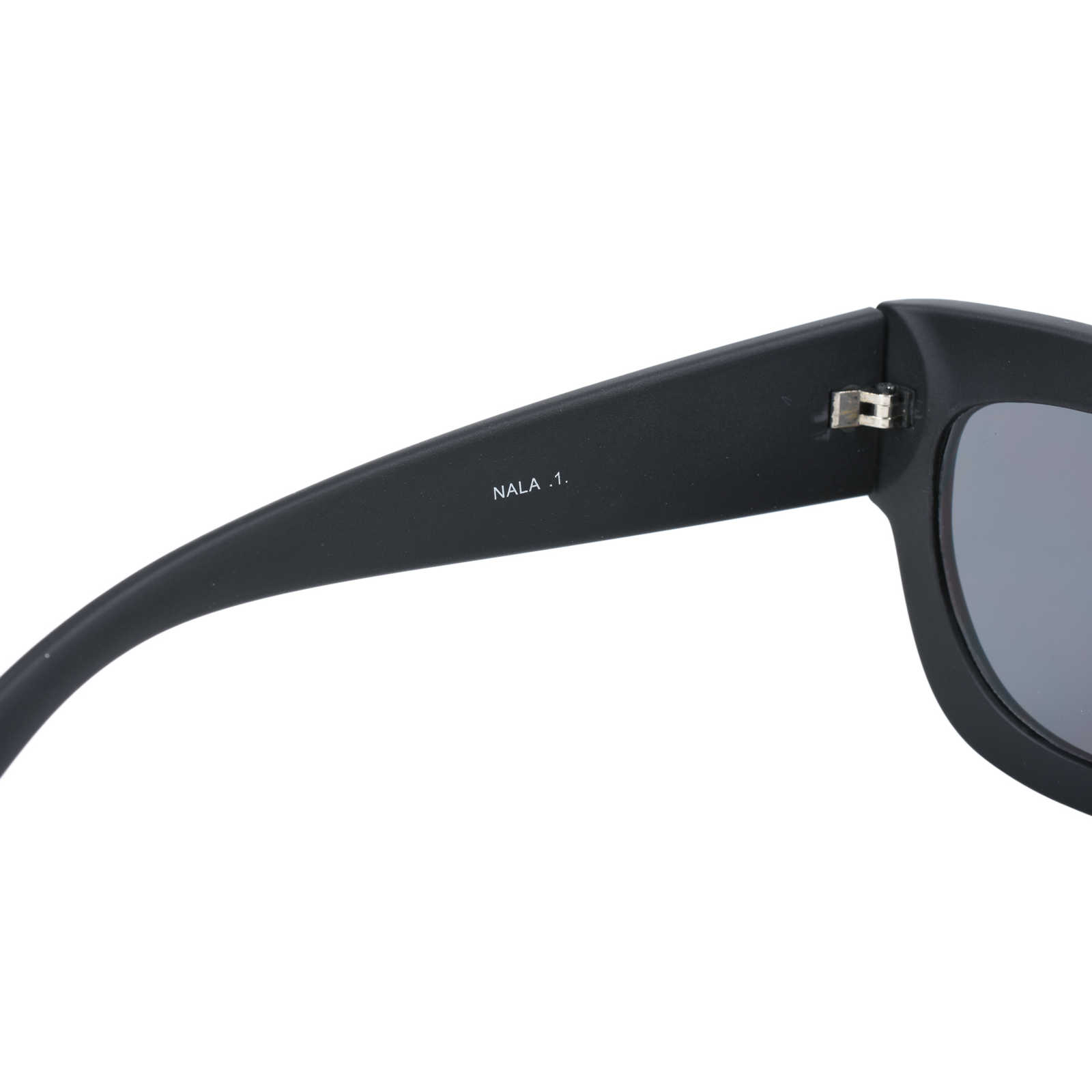 ad8db813f86 ... Authentic Second Hand Quay Australia Nala Sunglasses (PSS-420-00007) -  Thumbnail ...