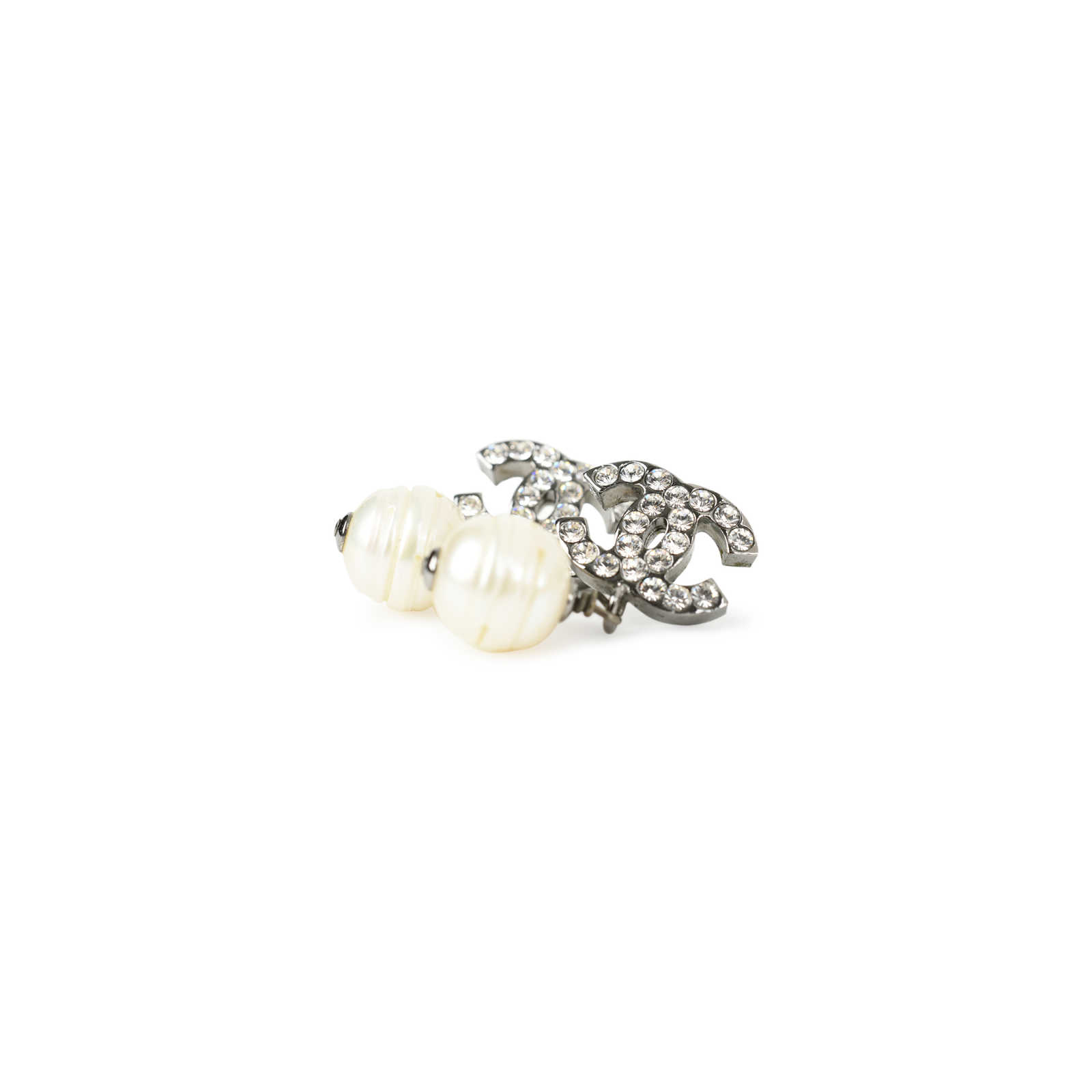 316eae29522ea7 ... Authentic Second Hand Chanel CC Pearl Drop Earrings (PSS-436-00011) ...