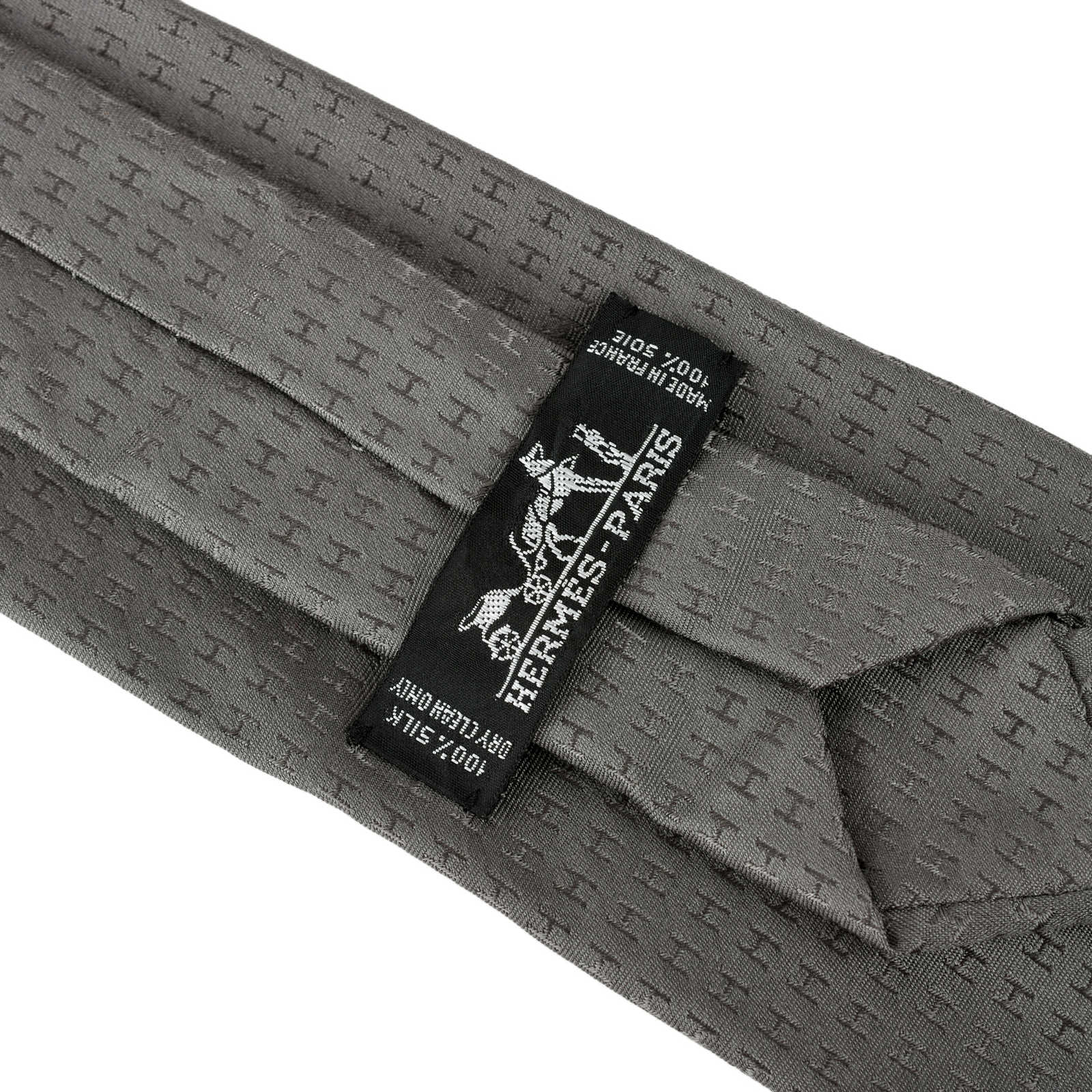 3aa8b1213b14 ... Authentic Second Hand Hermès Faconnee H Jacquard Neck Tie  (PSS-462-00015) ...