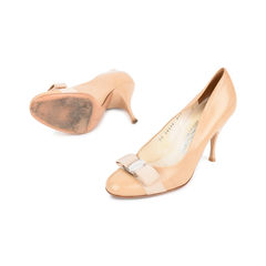 Salvatore ferragamo bow front heeled pumps 2?1522914485