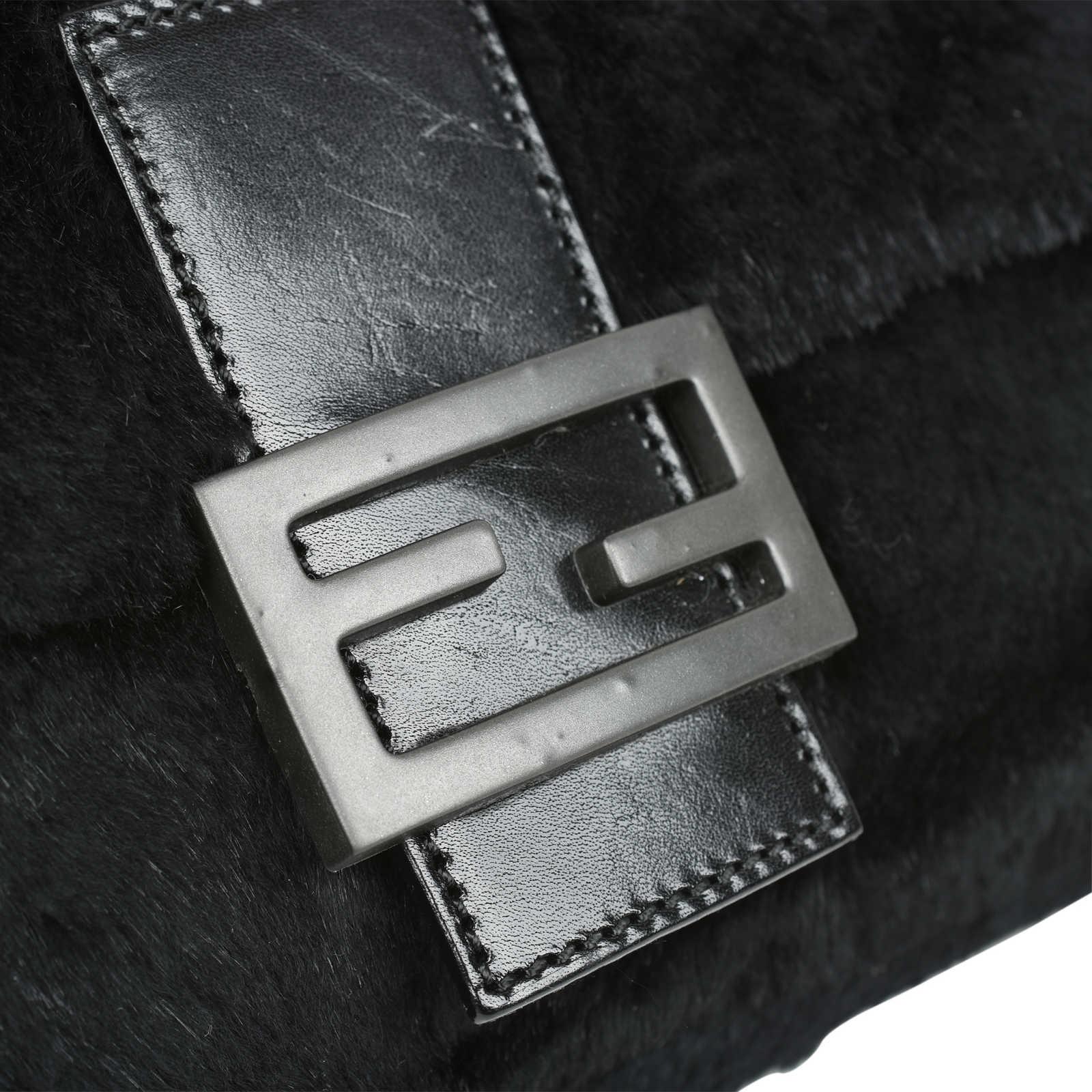 7e4bfa3d2efe ... Authentic Second Hand Fendi Fur Baguette Bag (PSS-483-00008) -  Thumbnail ...