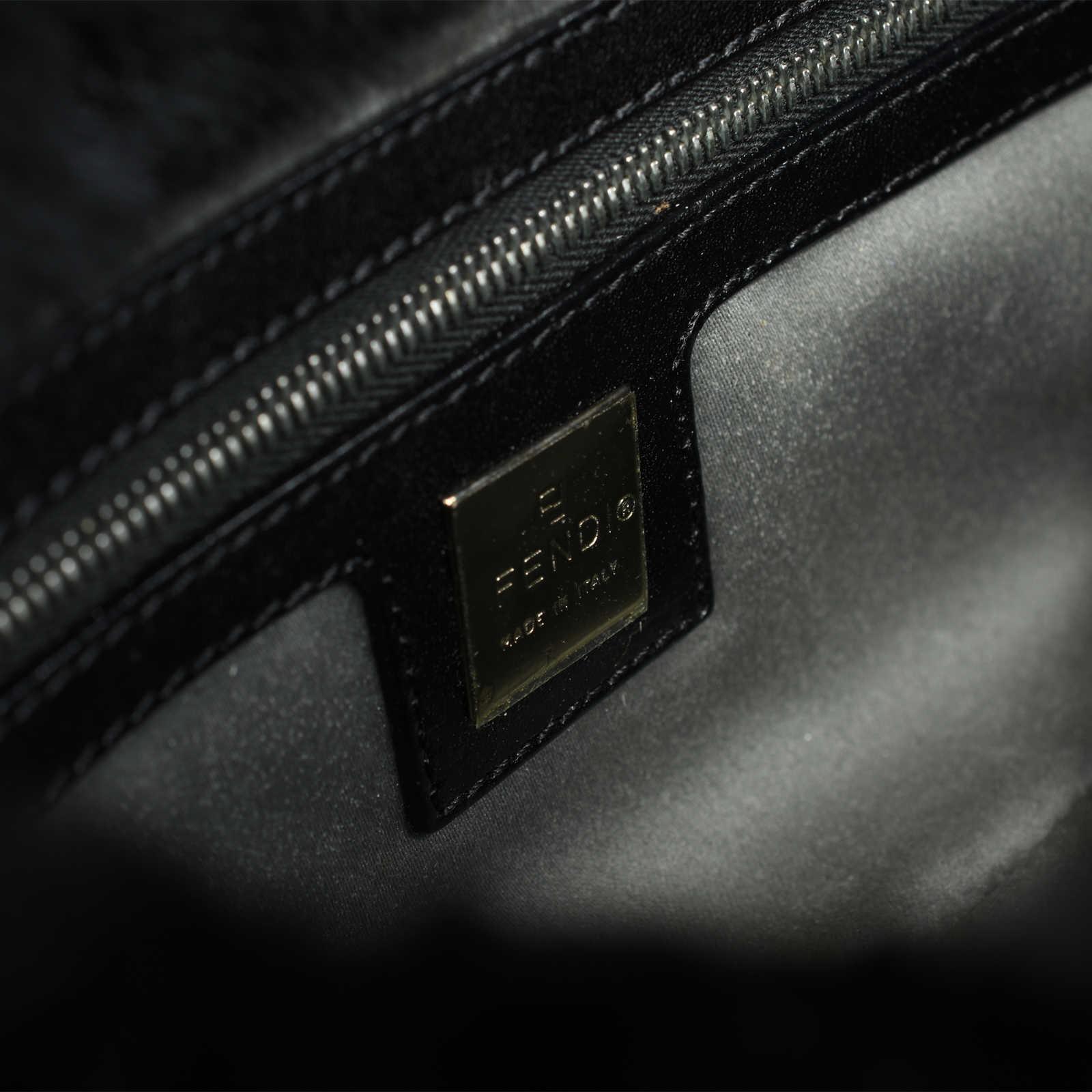 c8d6319307b7 ... Authentic Second Hand Fendi Fur Baguette Bag (PSS-483-00008) - Thumbnail