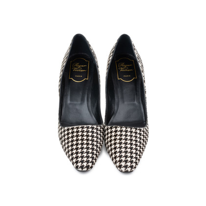 Authentic Second Hand Roger Vivier Decollete Virgule Houndstooth Pumps (PSS-240-00254)
