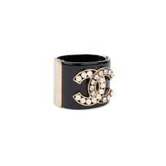 Chanel cc crystal and pearl resin cuff 2?1539067165