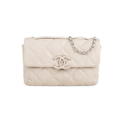 Authentic Second Hand Chanel Quilted Stitched Clutch Bag (PSS-424-00108)