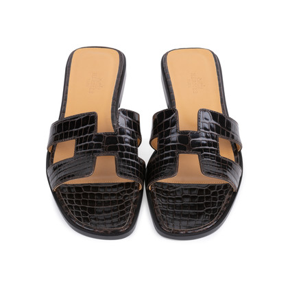 Authentic Second Hand Hermès Crocodile Oran Sandals (PSS-145-00266)