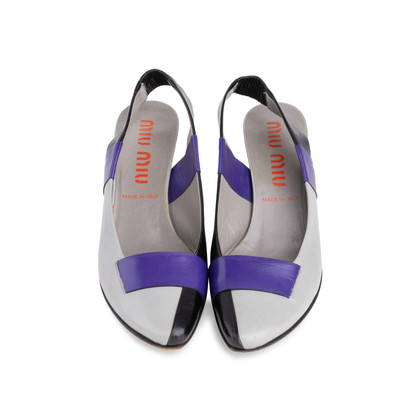 Authentic Second Hand Miu Miu Pointed Toe Pumps (PSS-618-00006)