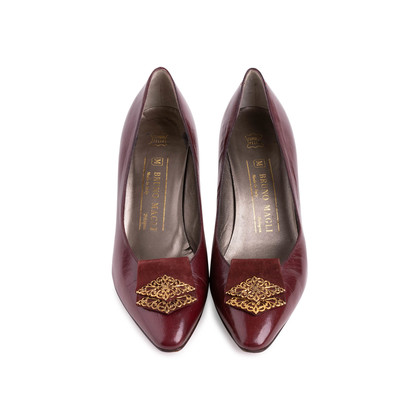 Authentic Second Hand Bruno Magli Leather Pumps (PSS-726-00003)
