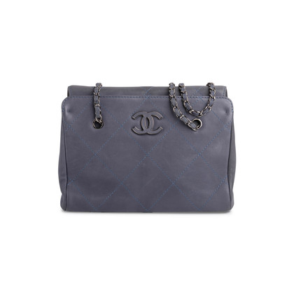 Authentic Second Hand Chanel 2011 Hamptons Shopping Tote (PSS-567-00010)