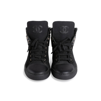 Authentic Second Hand Chanel High-Top Sneakers  (PSS-094-00029)