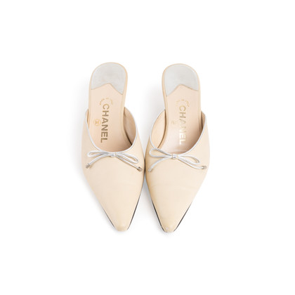 Authentic Second Hand Chanel Leather Pointed Toe Mules (PSS-067-00120)