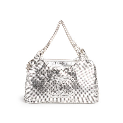 Authentic Second Hand Chanel Rodeo Drive Hobo Bag (PSS-990-00095)