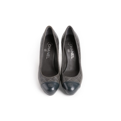 Authentic Second Hand Chanel Quilted Cap Toe Pumps (PSS-A09-00002)