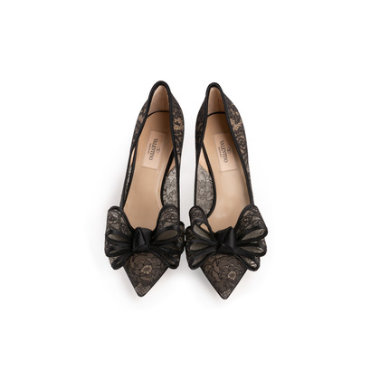 Authentic Second Hand Valentino Lace Bow Pumps (PSS-990-00137)
