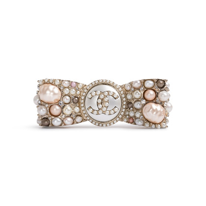 Authentic Second Hand Chanel Pearl Ribbon Brooch (PSS-200-02014)