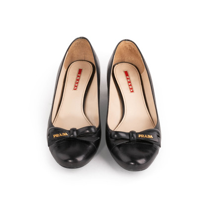Authentic Second Hand Prada Round Toe Pumps (PSS-A86-00006)
